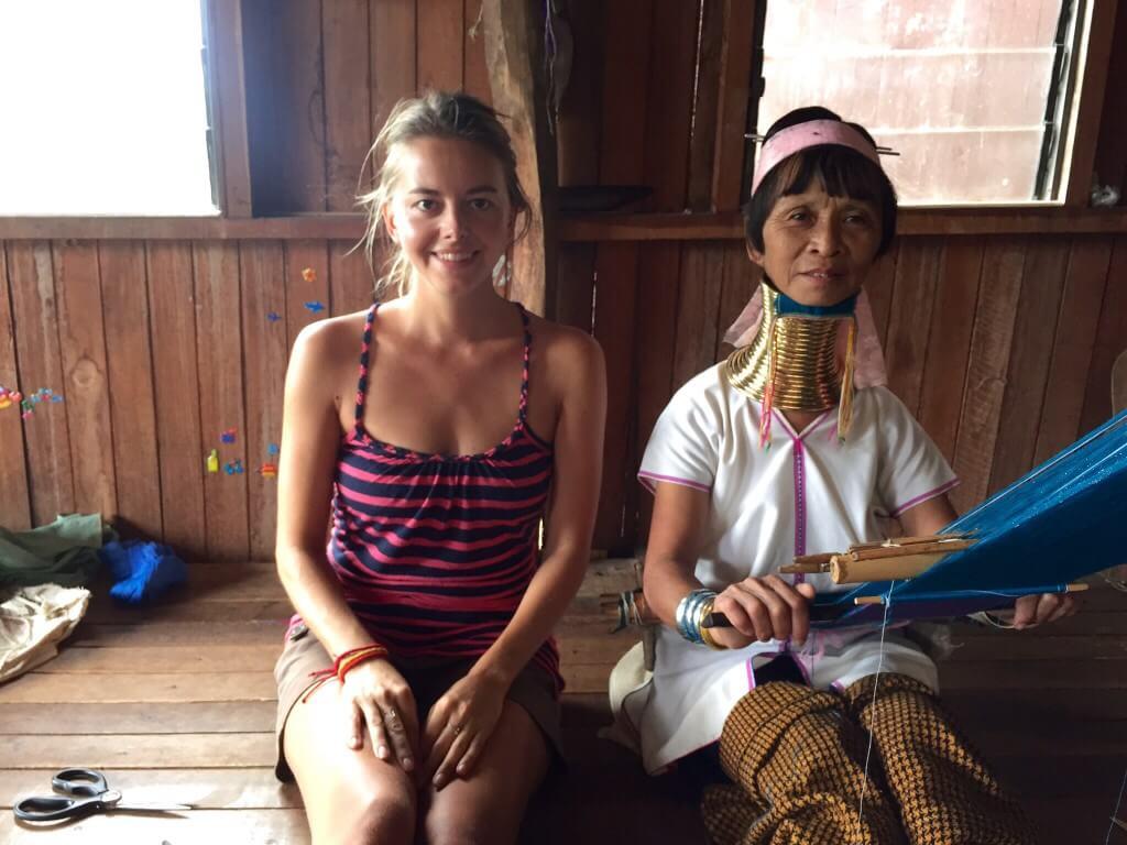 Proslulé žirafí ženy z kmene Padaung - žijí na hranicích Barmy a Thajska. Jak se ocitly na Inle Lake?